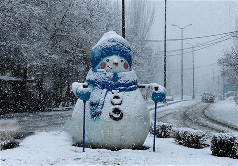 دانلود آهنگ داره برف میباره زیاد هی اکس بند