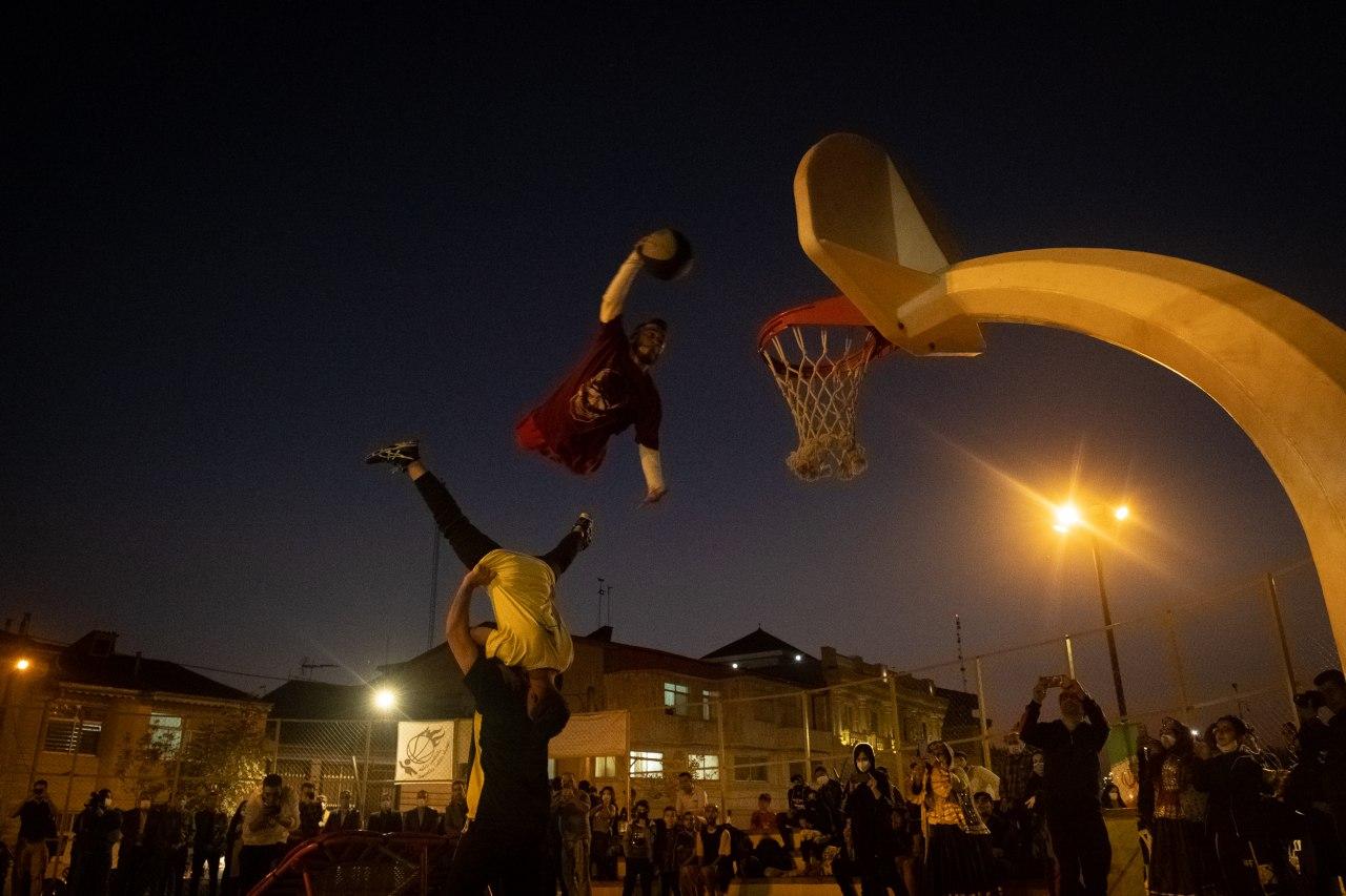 78 - اجرای نمایش بسکتبال آکروباتیک و مسابقه 3×3 در جشنواره ورزشهای خیابانی