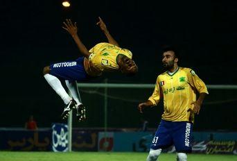 دیدار تیم های فوتبال صنعت نفت آبادان - سایپا