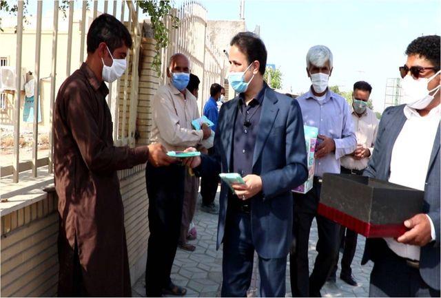 توزیع 2 هزار بسته اقلام بهداشتی بین کارگران ساختمانی بندرعباس