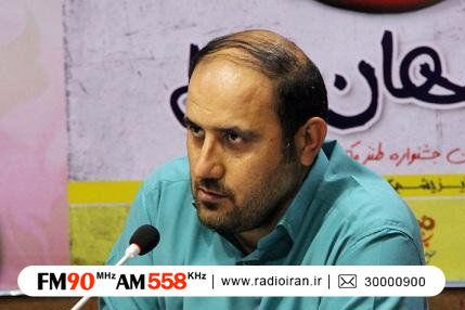 عباس احمدی، شاعر و نویسنده طنز در «پارک ساعی» از قانون میگوید