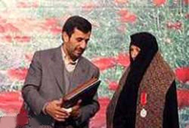 اهدای نشان ملی ایثار به همسران موفق شهدا برای نخستین بار