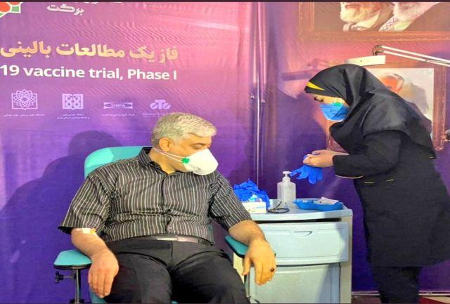 معاون اجتماعی ستاد اجرایی فرمان امام واکسن کرونا را تزریق کرد