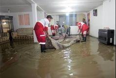 امدادرسانی به یک منزل مسکونی دچار آبگرفتگی در شهرستان تالش