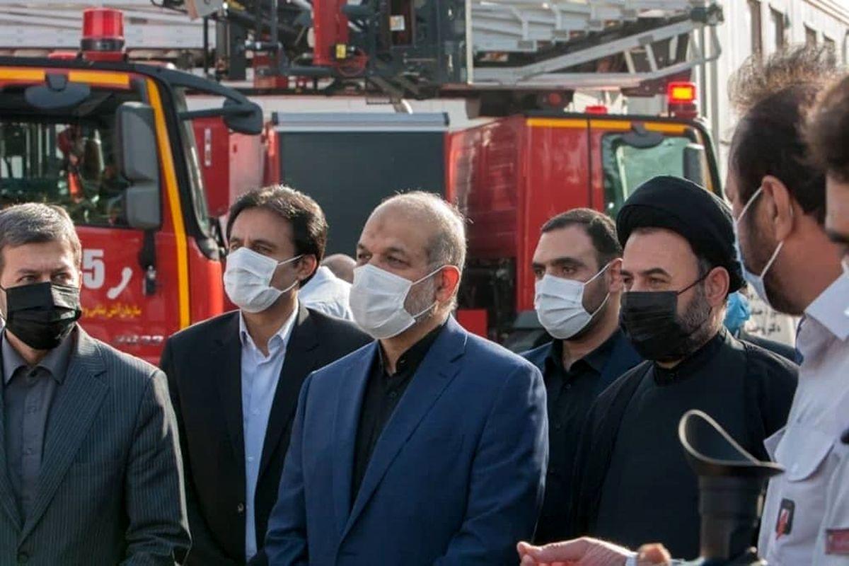 وزیر کشور از ایستگاه آتش نشانی میدان حسن آباد بازدید کرد
