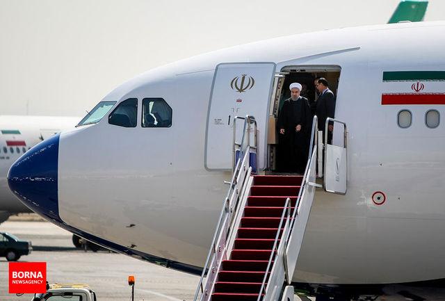 شلیک ٢١ گلوله توپ در پای پلکان هواپیما به افتخار دکتر روحانی
