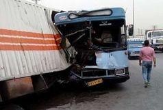 ۲۲ مصدوم بر اثر برخورد یک دستگاه اتوبوس با کامیون