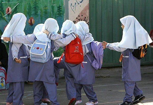 خانوادهها برای تهیه لباس فرم مدرسه هیچ الزامی ندارند