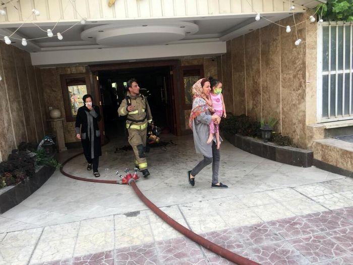 آتشسوزی در یک ساختمان ۱۰ طبقه/آماری از تعداد مصدومین در دست نیست