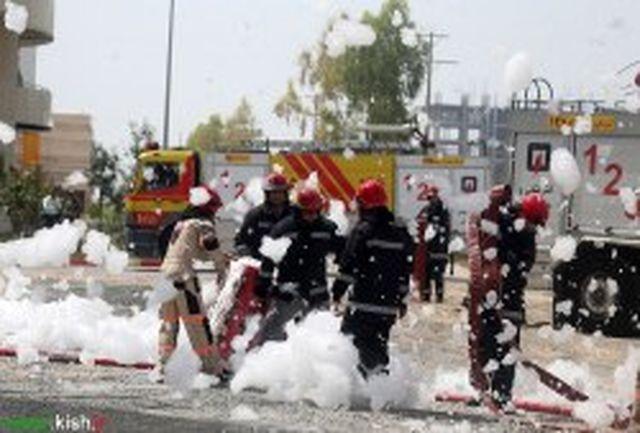 مانور امداد و نجات آتش نشانی با استفاده از خودروی مجهز نردبان دار