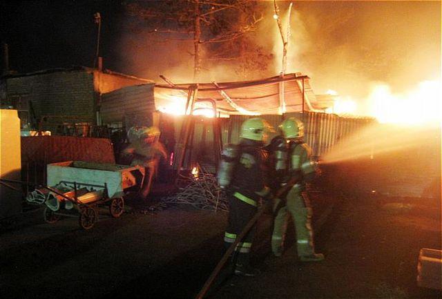 مهارآتش سوزی یک واحد صنعتی در تهران