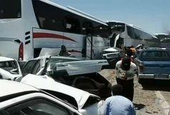 بسته شدن آزاد راه قزوین - زنجان بر اثر تصادف زنجیرهای