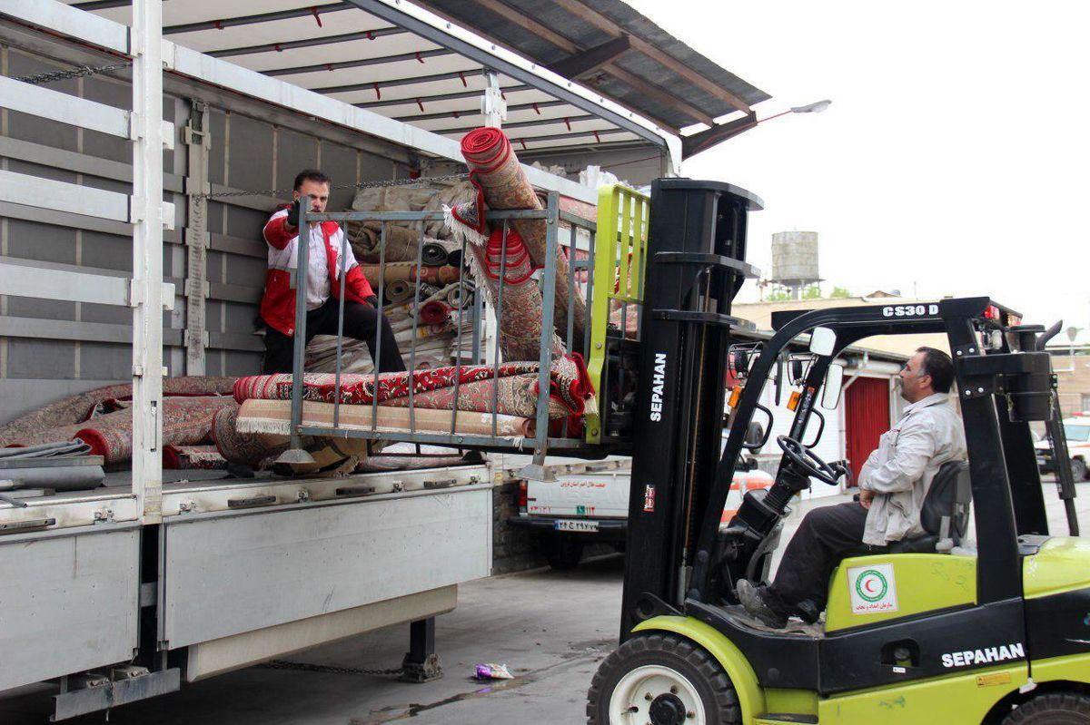 محموله کمکهای مردمی قزوین به مناطق سیل زده ارسال شد