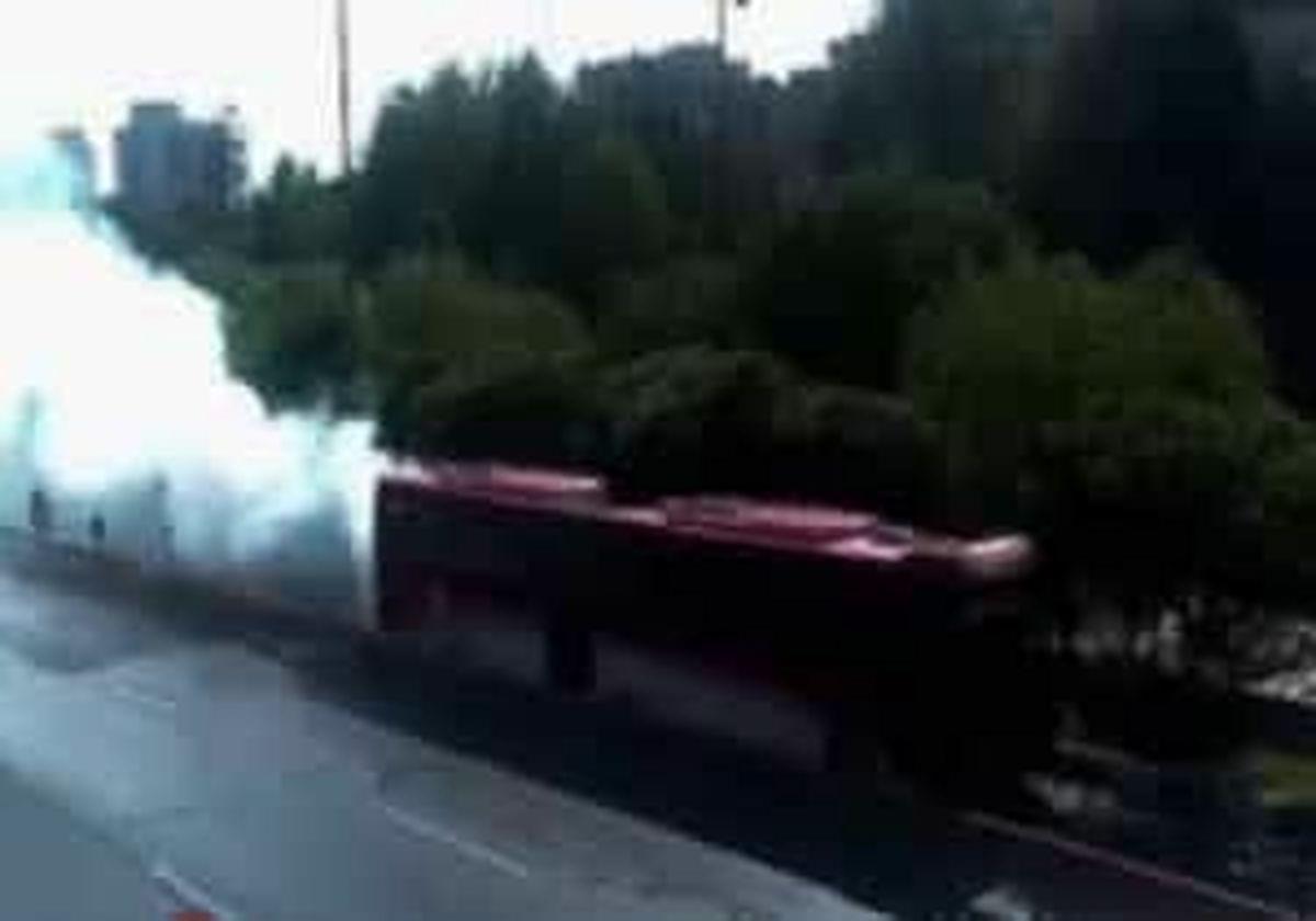 حریق یک دستگاه اتوبوس بی آرتی در محدوده خیابان ولیعصر (عج)