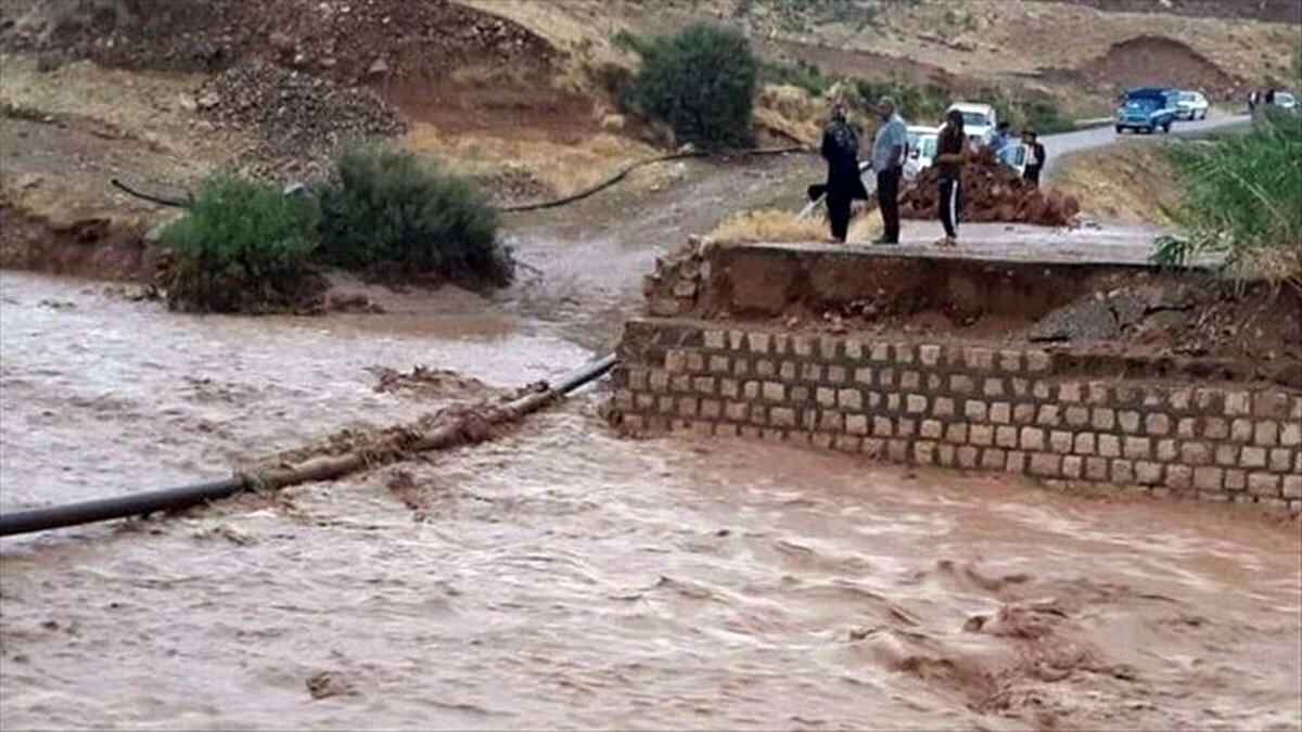 طغیان رودخانه ها در بشاگرد/انسداد راه سه روستا و خسارت به کشاورزان