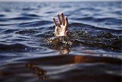 ۴ دختر نوجوان در رودخانه