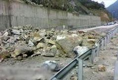 ریزش کوه 10 بار جاده های کردستان را مسدود کرد