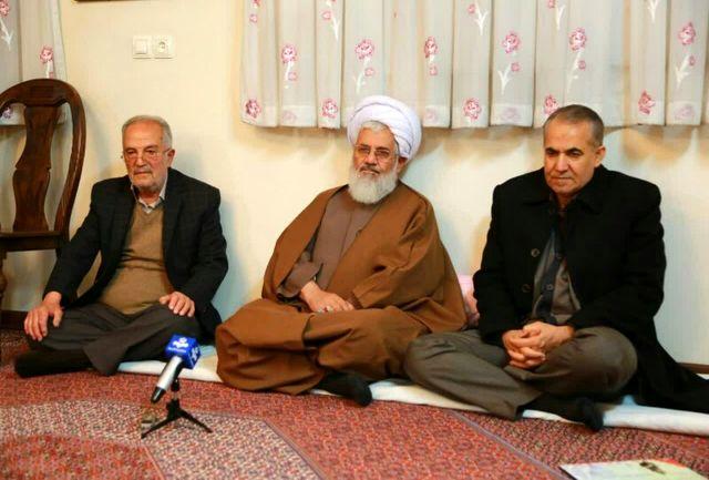 نماینده ولی فقیه در استان و استاندار زنجان با خانواده شهید محمدمسعود پارسا دیدار کردند