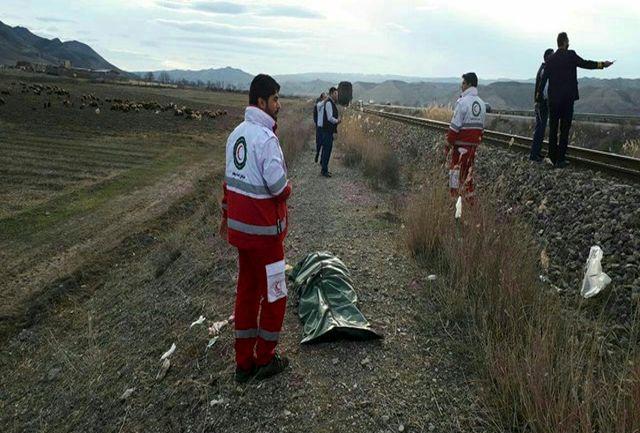 بازی خطرناک در کنار ریل قطار در شریف آباد قزوین، جان دختر 16 ساله را گرفت