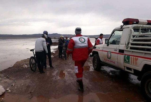 نجات تیم دوچرخه سواری گرفتار در کویر حوض سلطان قم