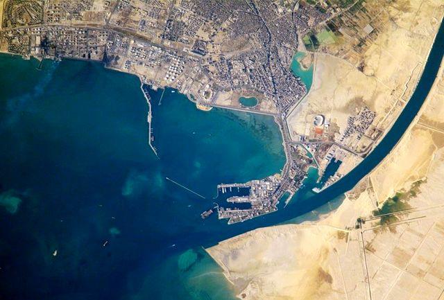 بیش از دویست کشتی در کانال سوئز گیر افتادند/ تلاشها ادامه دارد