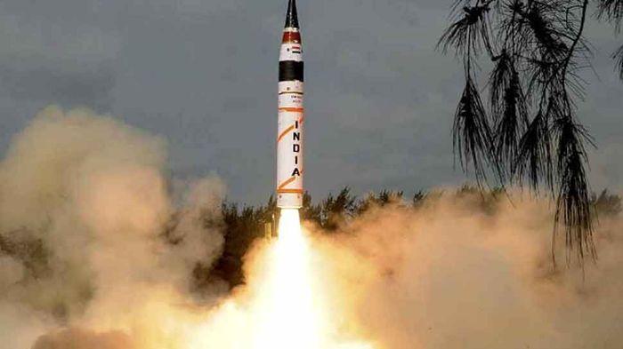 آزمایش موشک بالستیک با قابلیت حمل کلاهک هسته ای