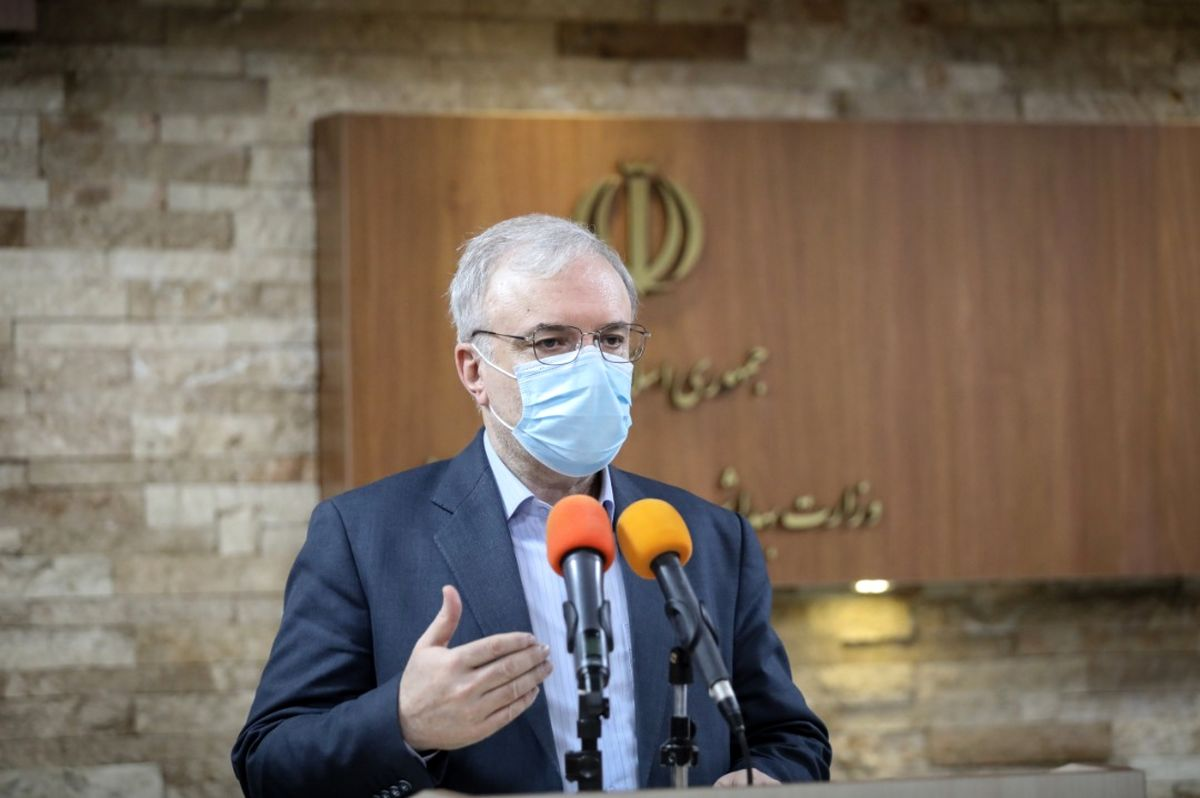 تولید واکسن کرونای داخلی تا بهار 1400/ پیش خرید واکسن کرونا برای 8 میلیون و 400 هزار ایرانی/ تا امروز هیچ کمپانی گواهی تولید واکسن را از سازمان جهانی بهداشت دریافت نکرده است