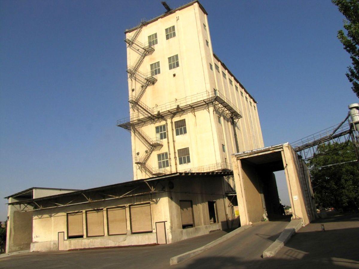 اولین محموله گندم خارجی استان در سیلوی غدیر زنجان تخلیه گردید