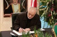 امضای دفتر یادبود سلطان قابوس توسط صالحی