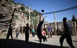 قهرمانپروری در مناطق محروم/ روستای هورامانتخت، نماد امید و تلاش/ ریزش کوه هم حریف والیبال نمیشود!