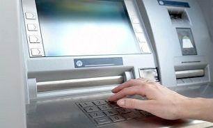 انجام عملیات بانکی شانه به شانه سارقین