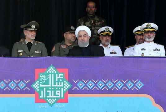 ایران در زمین، هوا و دریا کاملاً به خود متکی است/ فشار و تحریم دشمنان، باعث خودکفایی در صنعت دفاعی شد