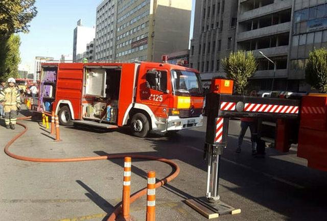 آتش سوزی در کارگاه خشکبار در قزوین مهار شد