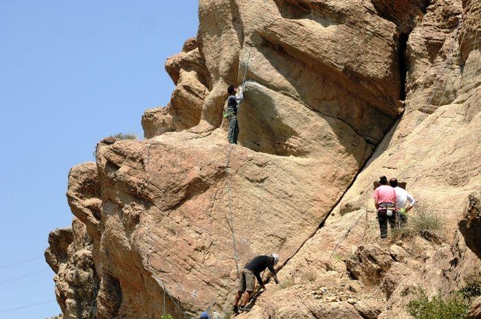 افتتاح اولین دیواره مصنوعی صخرهنوردی در گناباد