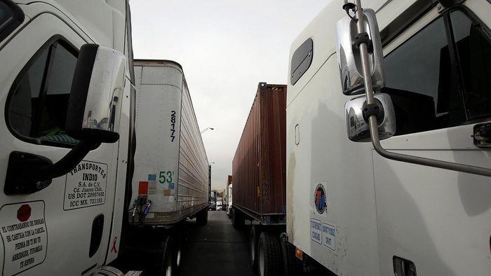 اعلام آمادگی سفارت ایران در بلغارستان برای تسهیل عبور و مرور کامیونهای ایران