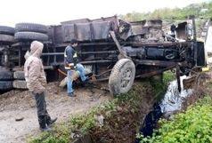 یک کشته و 2 زخمی در تصادف خودرو با یک کامیون