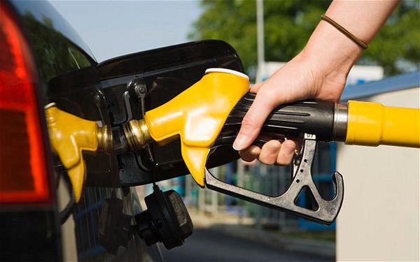 سهمیه بنزین فروردین ماه امشب واریز میشود
