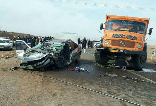 مرگ فجیع 3 نفر در تصادف کامیون با خودرو سواری+ عکس