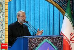 لاریجانی در مراسم رژه نیروهای مسلح در بندرعباس سخنرانی میکند