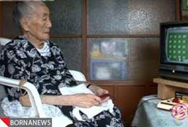 مادربزرگ 99 ساله استاد بازیهای رایانه ای + عکس