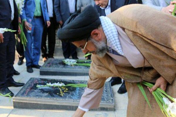 ادای احترام وزیر اطلاعات به مقام شامخ شهدای والامقام قزوین
