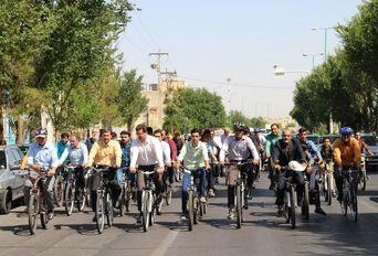 دوچرخه سواری معاون وزیر کشور در یزد