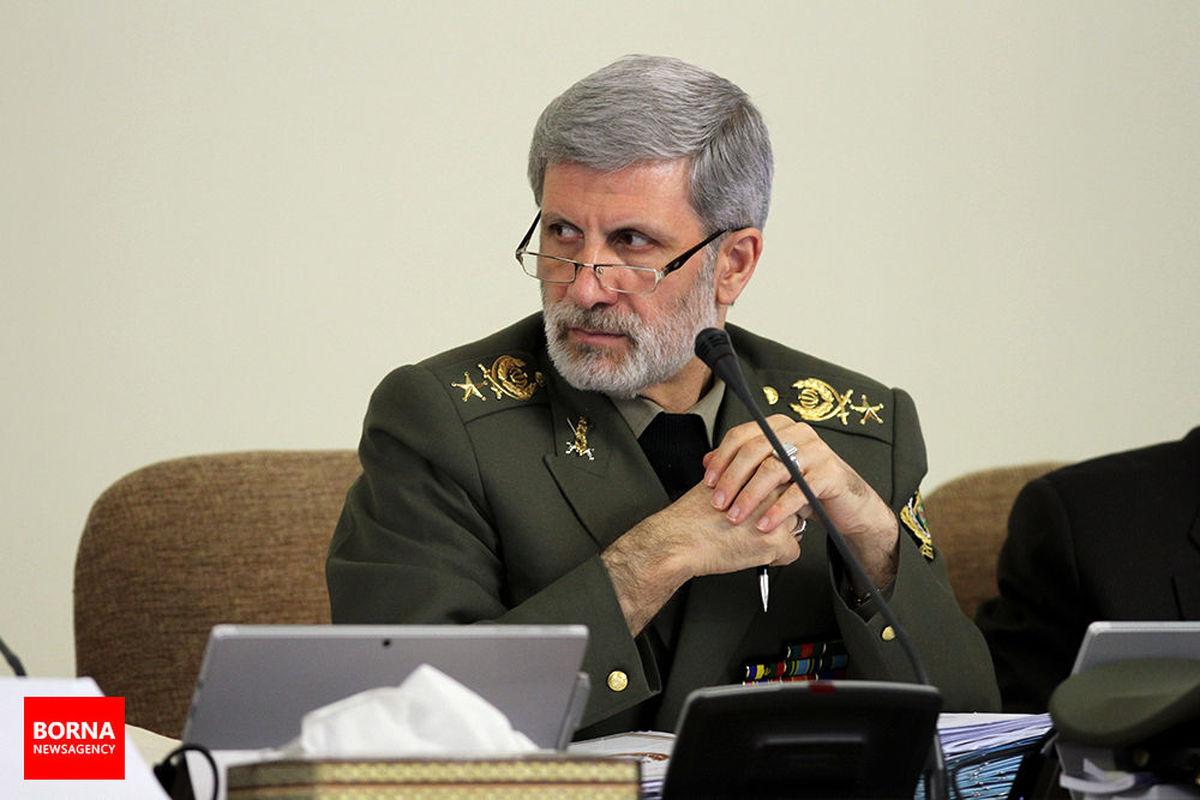 دیدار وزیر دفاع با حجت الاسلام اژه ای