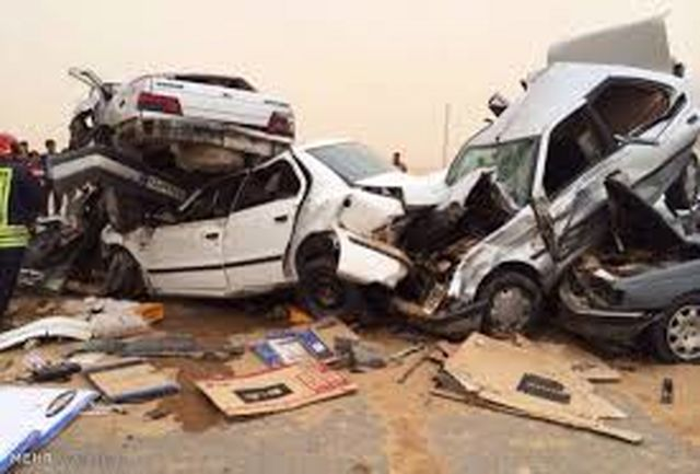 تصادف زنجیره ای 14 کشته و مصدوم به جا گذاشت