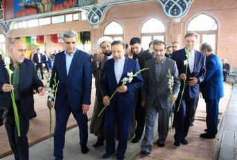 ادای احترام رییس دفتر رییسجمهور و استاندار گیلان به مقام شامخ شهیدان