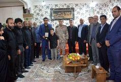 اهدای مدال طلا قهرمان مسابقات کارگری جهان به خانواده سردار شهید زنگنه