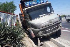 تصادف هولناک دو کامیون در بزرگراه آزادگان
