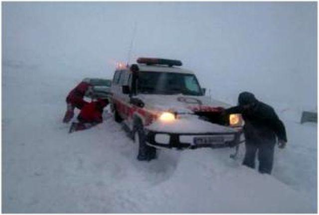 نجات 4 مادر باردار از برف و کولاک
