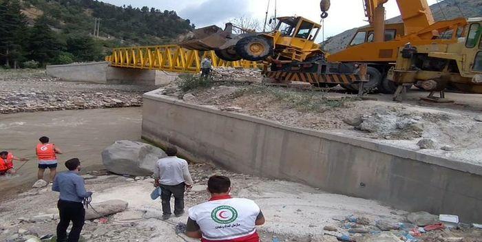 مفقود شدن یک راننده لودر در رودخانه چالوس