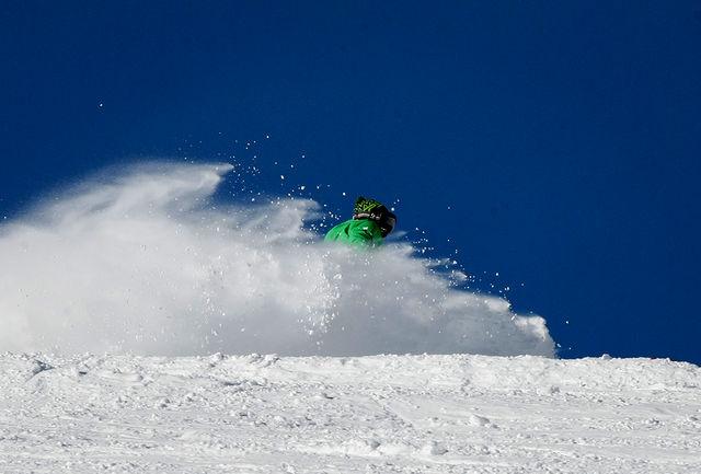 چوب اسکی قهرمان اسبق اسکی ایران به موزه ملی ورزش اهدا شد+عکس